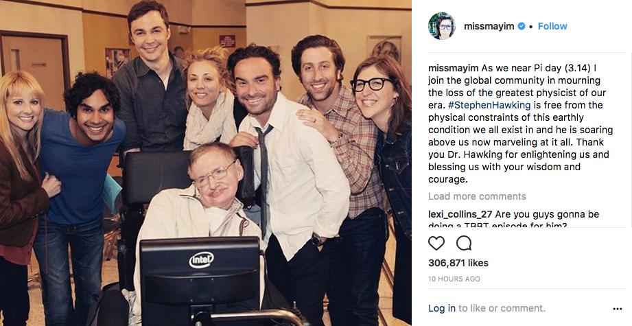Mayim Bialik con Stephen Hawking