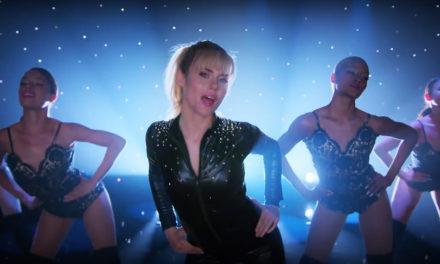 Jessica Jones lanza la peor canción del mundo