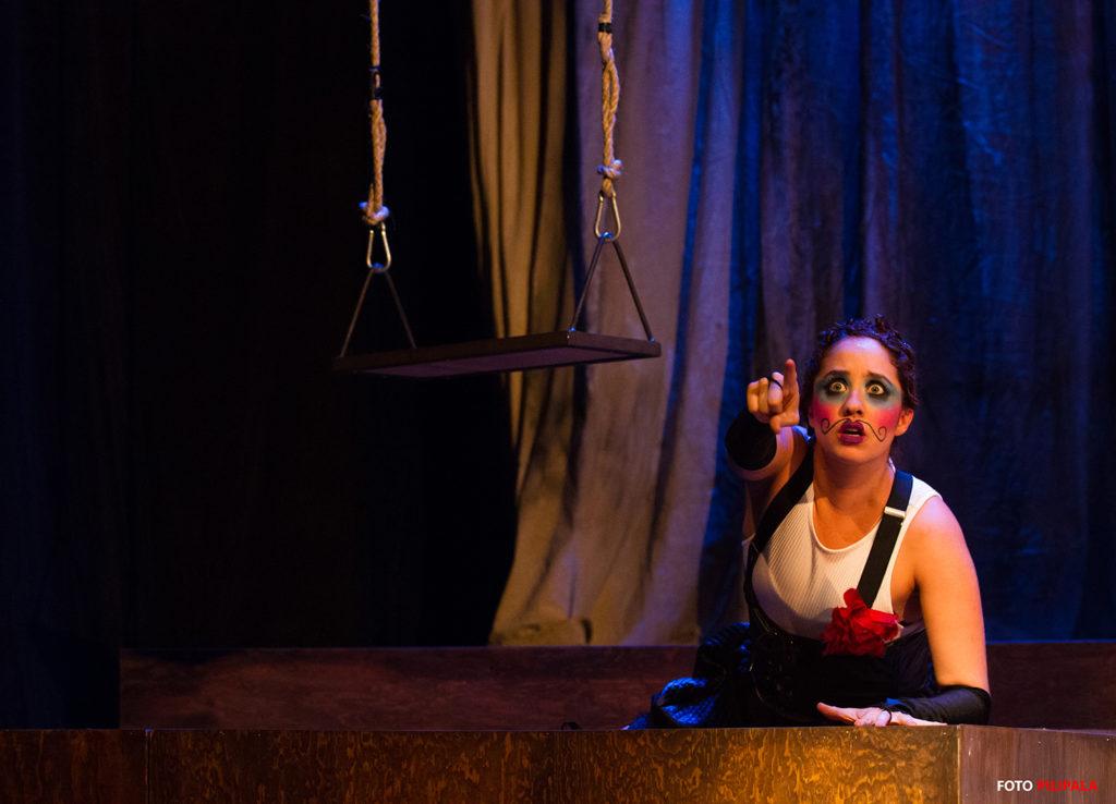 Adriana Montes de Oca como Fiestas. Foto: Pili Pala.