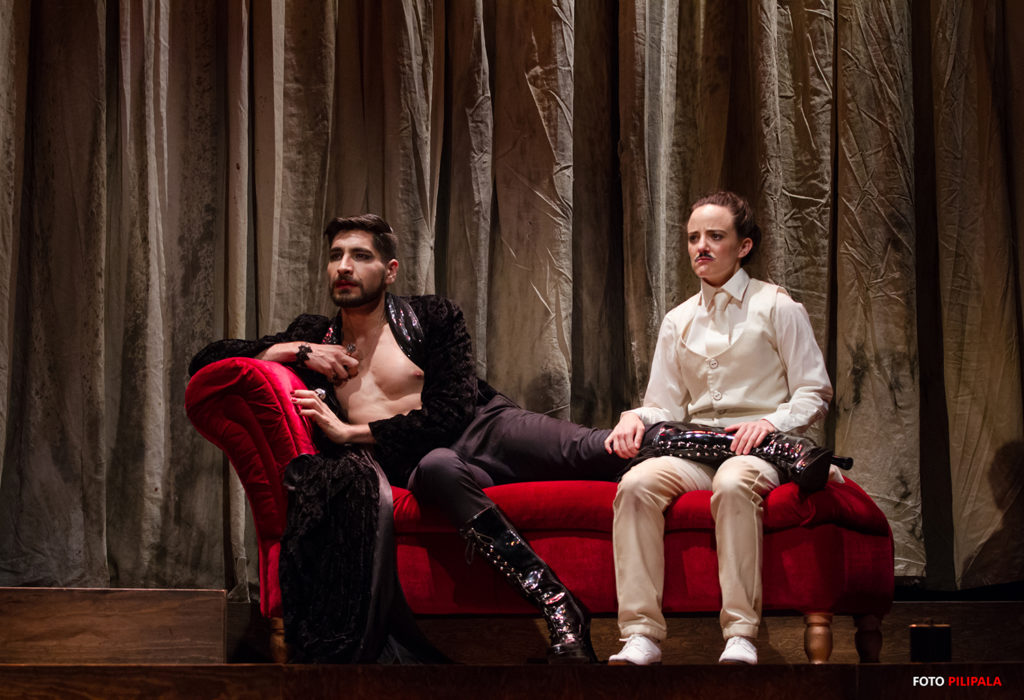 Salvador Petrola y María Penella como El Conde Orsino y Viola. Foto: Pili Pala.