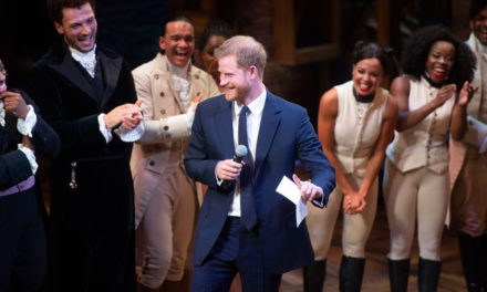 El Príncipe Harry como que quiso cantar con los de Hamilton