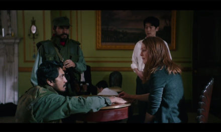 Video: Tenoch Huerta va a secuestrar a Julianne Moore