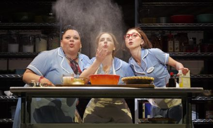 Waitress le entra al gender bending con uno de sus personajes