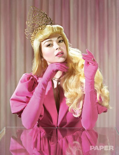 Lindsay Lohan como La Bella Durmiente para Paper