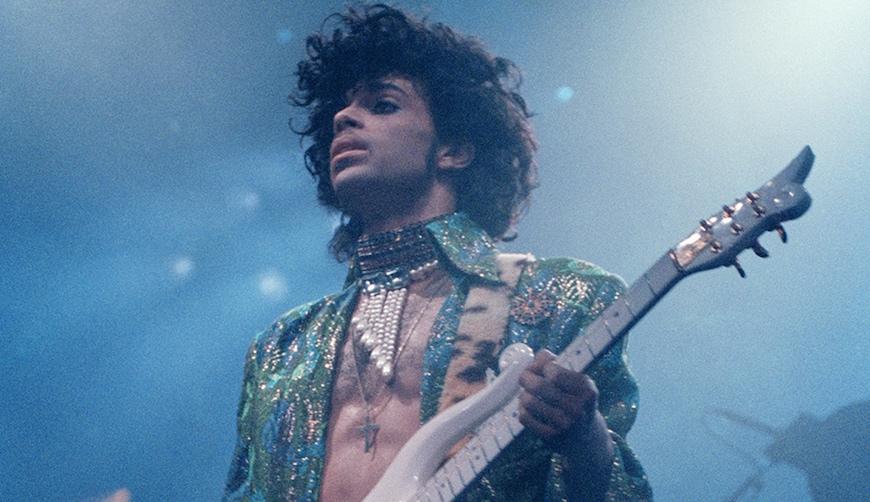 Harán película musical de Prince a la Mamma Mia!