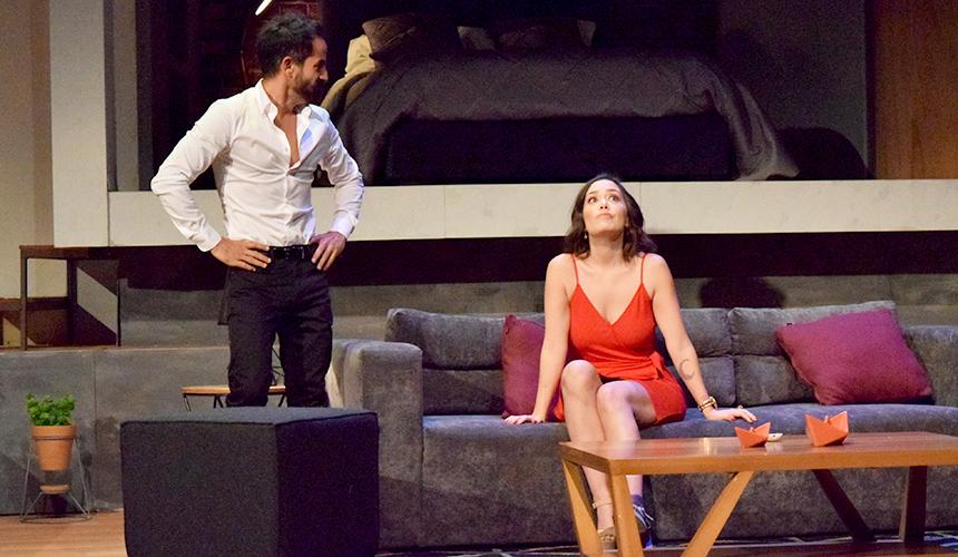 Sí Mi Amor, Lo Que Tú Digas teatro