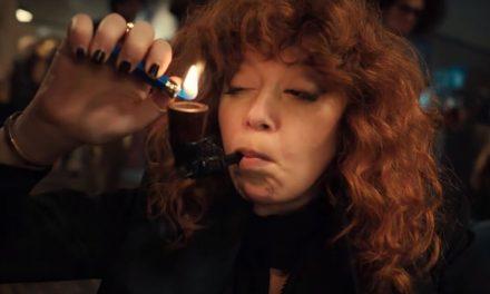 Natasha Lyonne no puede escapar de morir en Russian Doll