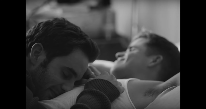 Charlie Carver, interés amoro de Ben Platt en su nuevo video