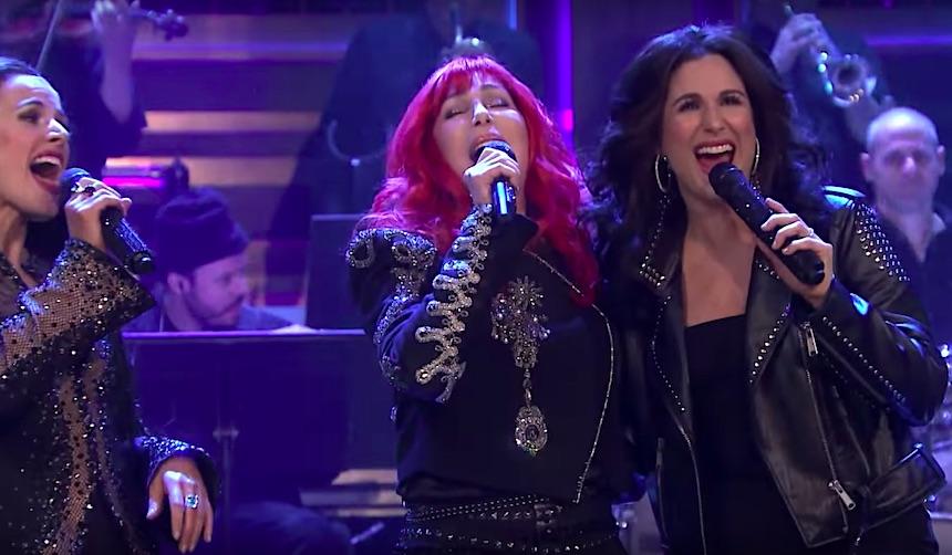 Cher cantó con el elenco de The Cher Show y pues #Épico
