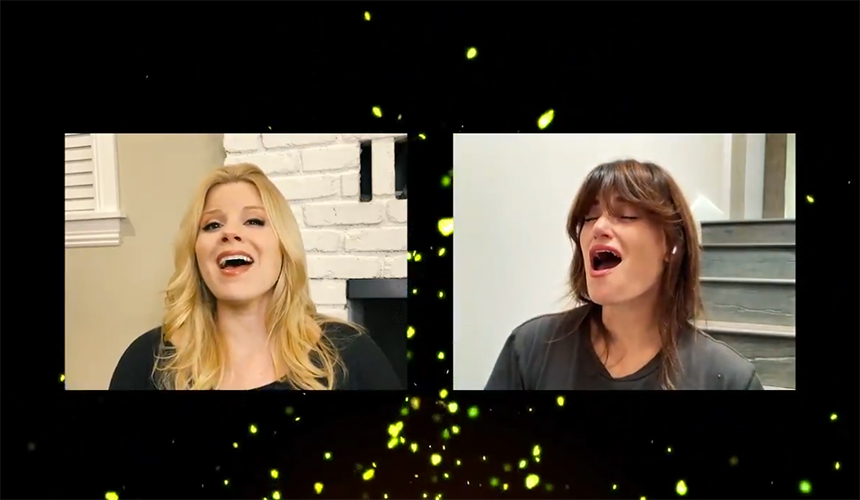 Idina Menzel y Megan Hilty cantan For Good