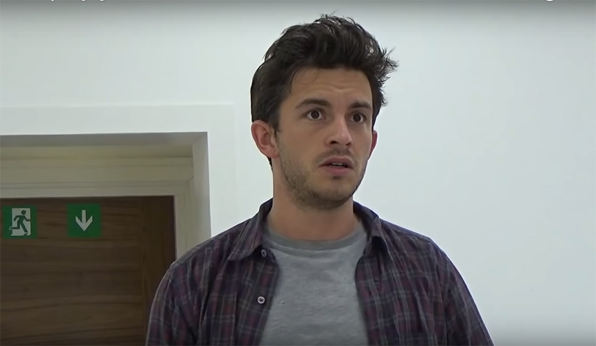 Escucha a Jonathan Bailey de Bridgerton cantar The Last 5 YeARS